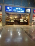 Ma jarang nemu toko emas di airport
